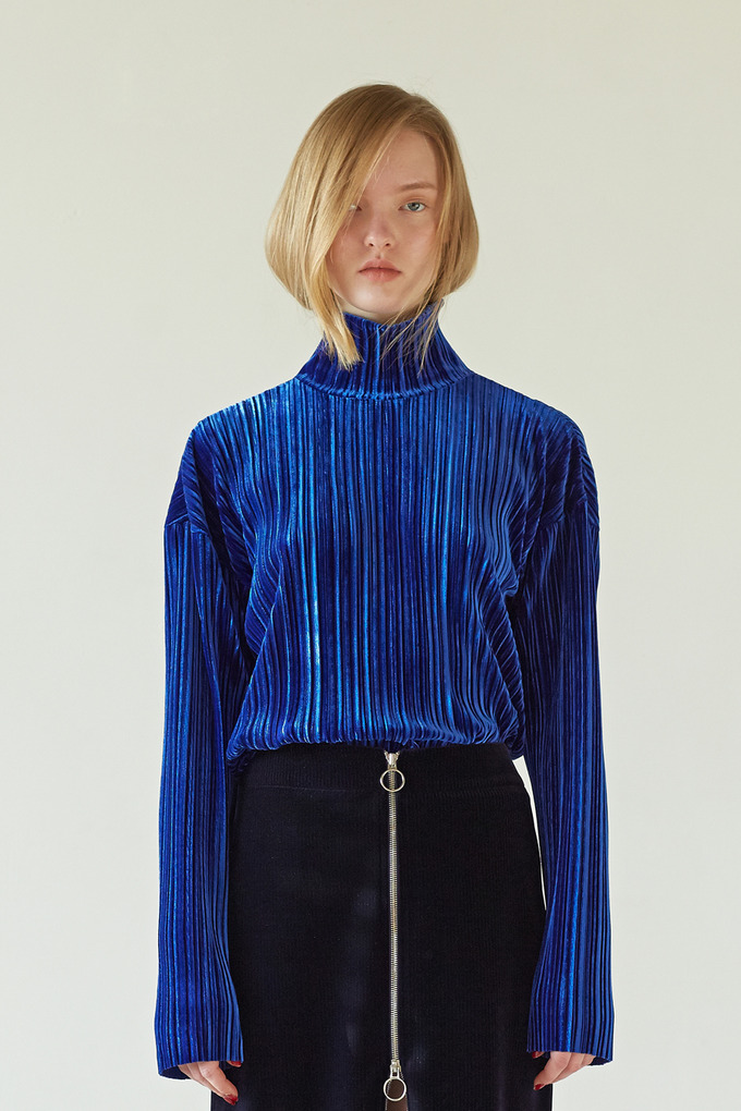 VELVET PLEATS TOP - BLUE