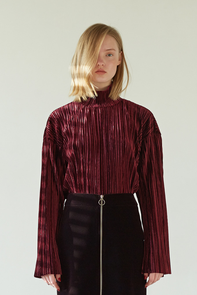 VELVET PLEATS TOP - WINE