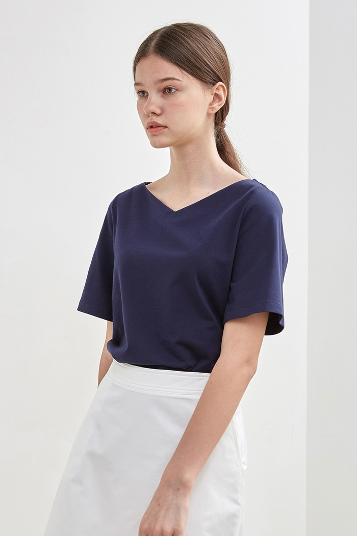 [10%] WIDE V-NECK TOP - NAVY