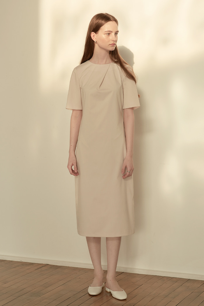 PLEATED DRAPE DRESS - BEIGE