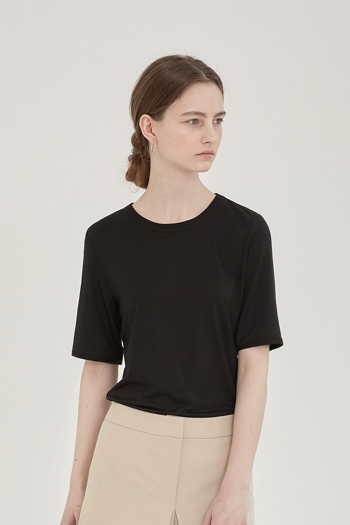 LAYERED ROUND-NECK TOP -  BLACK