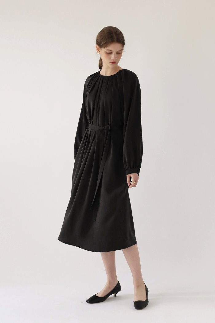 WAVE PLEATED DRESS - BLACK