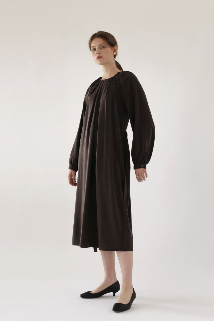 WAVE PLEATED DRESS - ASH BROWN